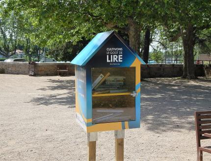 Boite à livres du Lions Club dans le parc d'Ombreval